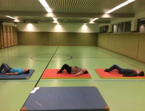 Pilates und Yoga für die Kinder von Schritt für Schritt